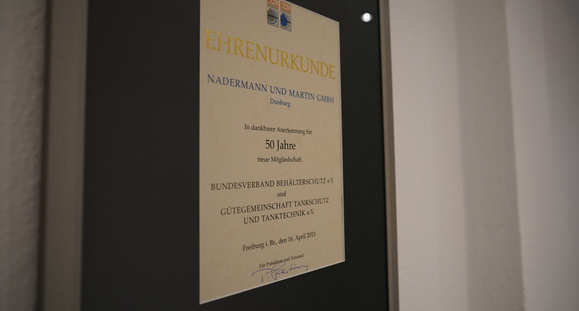 Ehrenuhrkunde - Behälterschutzverband